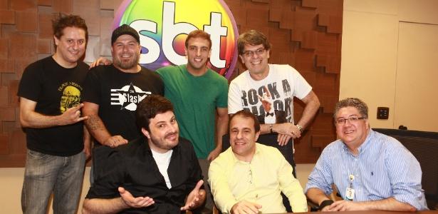 Marcos Kleine, Mingau, Léo Lins, Róger, Danilo Gentili , Fernando Pelegio e Leon Abravanel durante assinatura de contratado no SBT