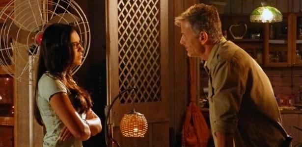 """Em """"Além do Horizonte"""", Celina avisa a Kléber que vai denunciar o sumiço de Berenice na capital"""