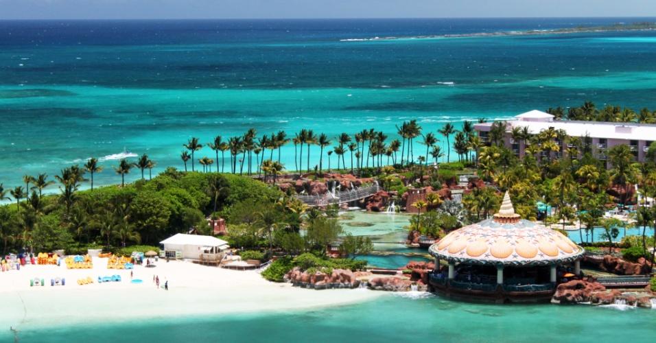 Margeada pela terceira maior barreira de corais do mundo, Bahamas gaba-se de ter um dos mares mais belos do planeta