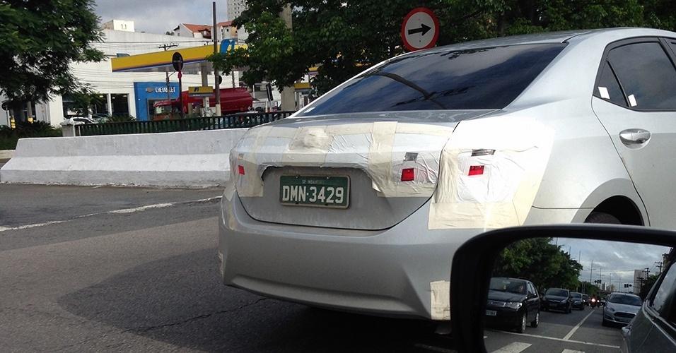 Nova geração do Toyota Corolla, que chega ao Brasil em 2014, foi vista pelo leitor Eduardo Yamashiro na avenida Ricardo Jafet, em São Paulo (SP)