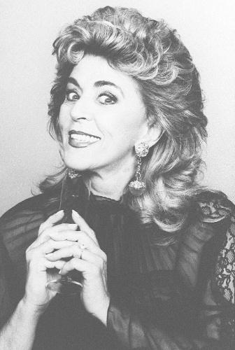 """8.jan.1995 - Atriz Marly Marley na peça """"As Bruxas"""""""