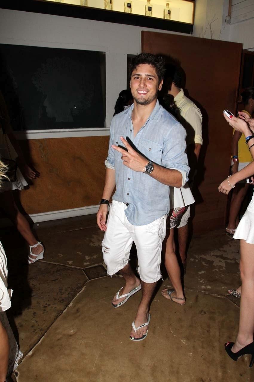 31.dez.2013 - O ator Daniel Rocha passa a virada em Florianópolis, no Café de la Music