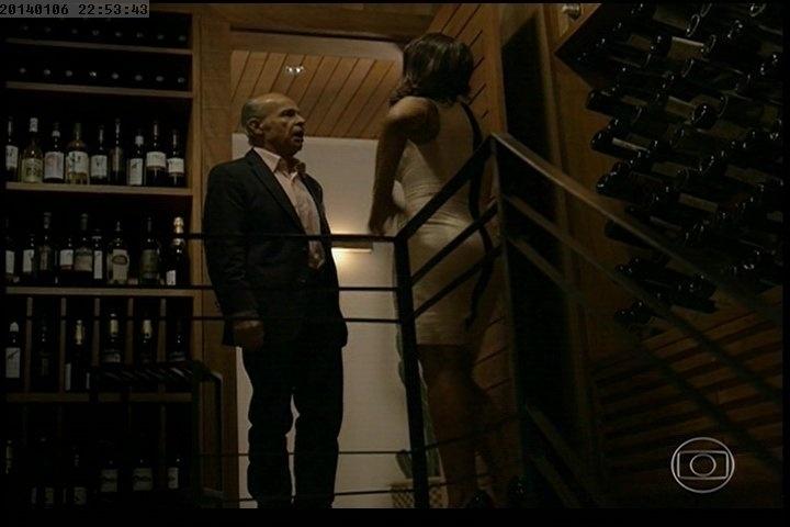 Amores Roubados - Osmar Prado e dira Paes na escada
