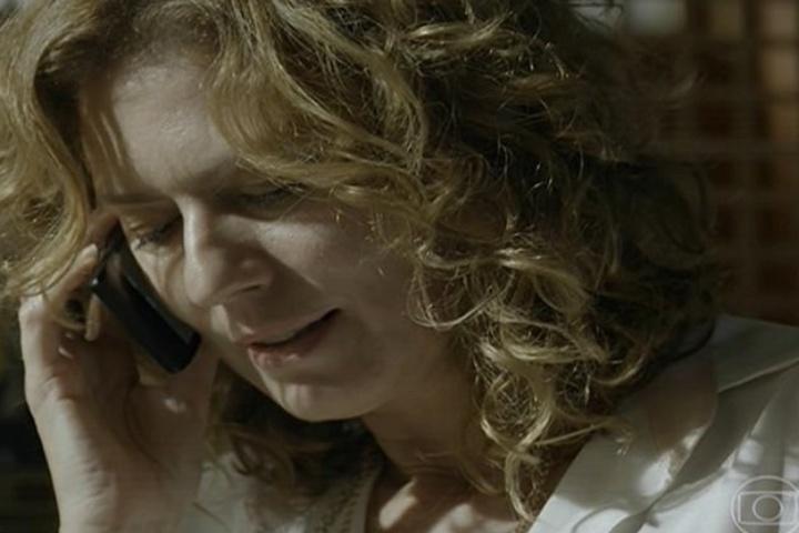 amores roubados, Patrícia Pillar no telefone
