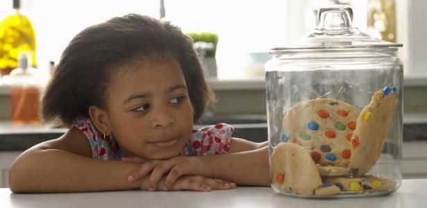 Comer açúcar é desnecessário para a saúde do organismo humano, sejam crianças, jovens, adultos ou idosos, de acordo com os médicos