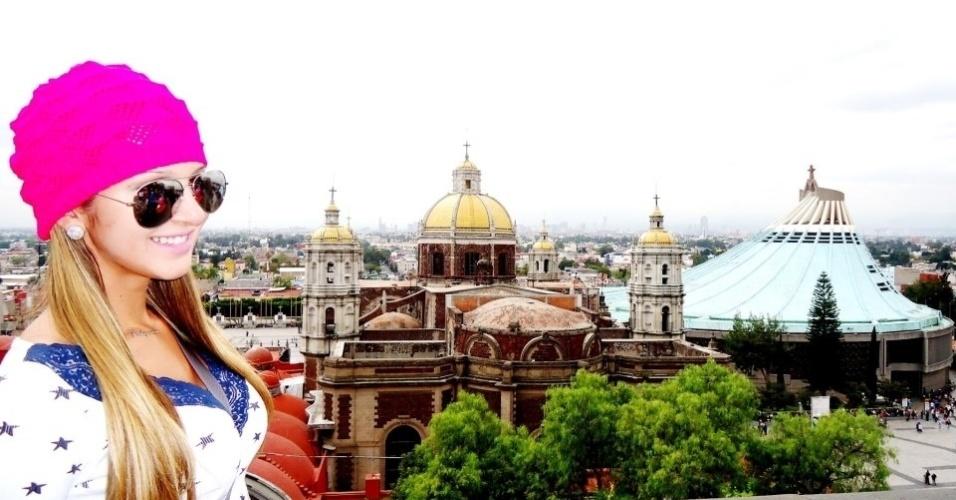 Tatiele posa na Basílica de Santa María de Guadalupe, no México