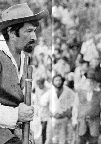 """1968 - Paulo Goulart como o personagem Bento Coutinho em """"A Muralha"""""""