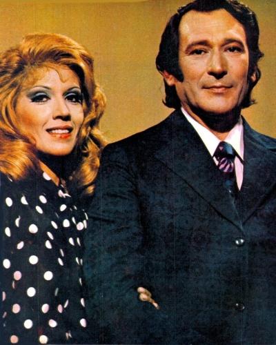 """1972 - Paulo Goulart e a atriz Yoná Magalhães em cena da novela """"Uma Rosa com Amor"""""""