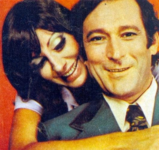 """1972 - Paulo Goulart e Marília Pêra em cena da novela """"Uma Rosa Com Amor"""""""