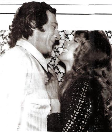 """1972 - Paulo Goulart e Yoná Magalhães na novela """"Uma Rosa com Amor"""""""