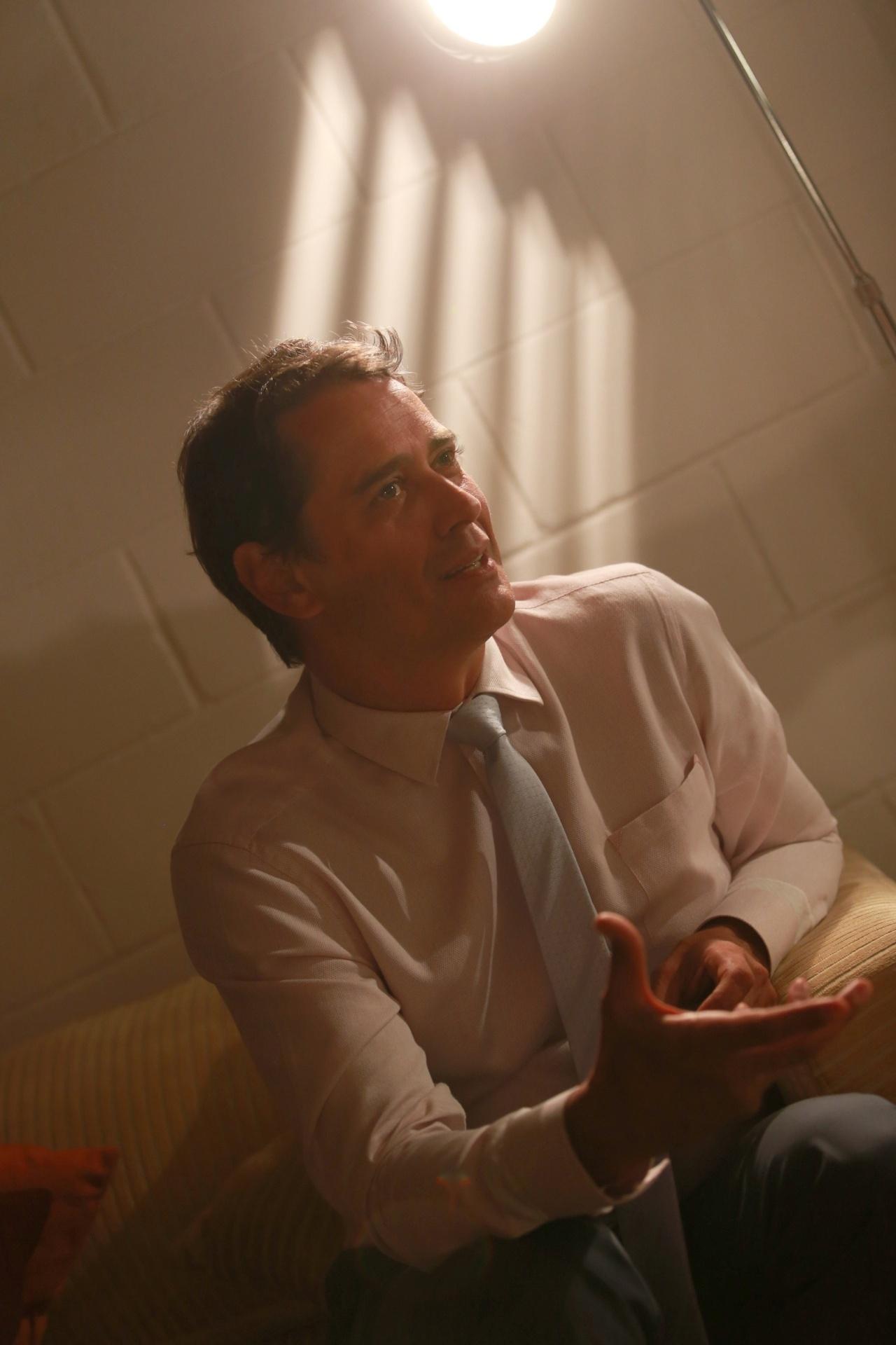 7.jan.2014 - O ator Marcello Antony comenta, em camarim do Projac, que acha que os personagens gays de