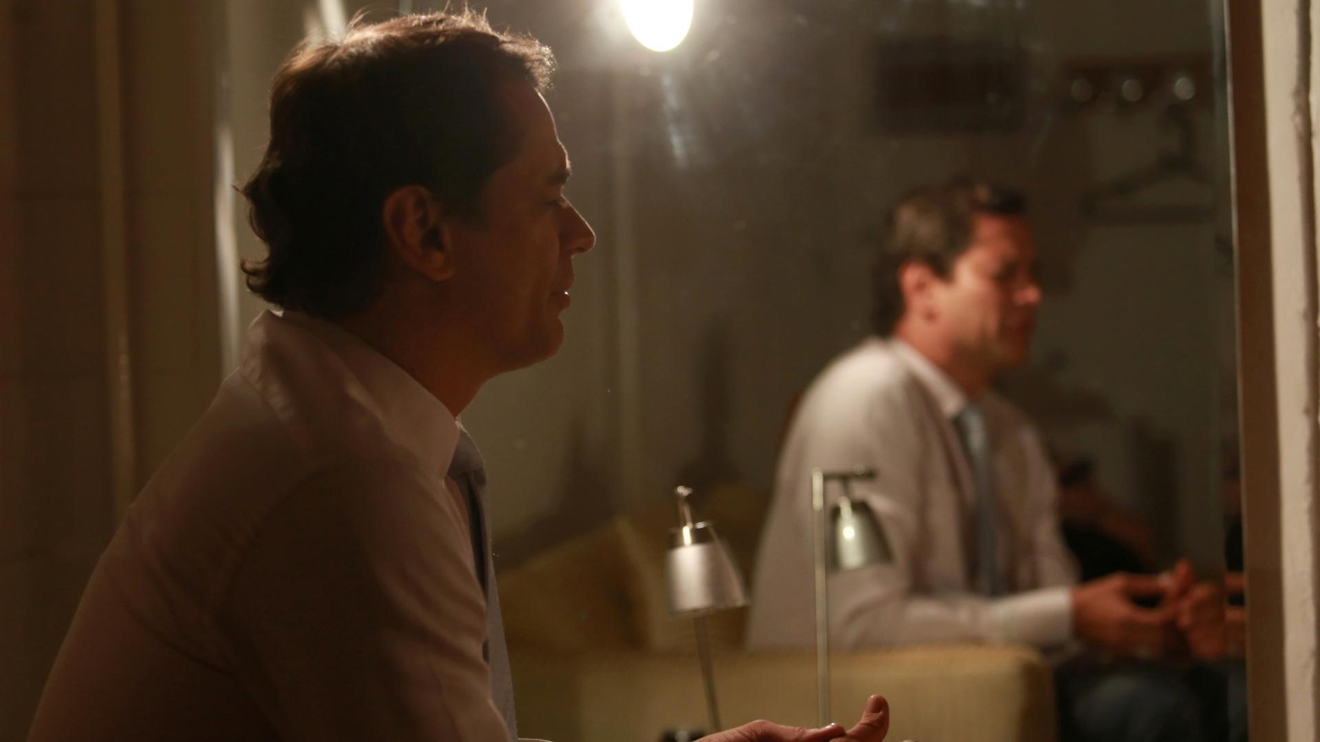 7.jan.2014 - O ator Marcello Antony comenta, em camarim do Projac, que não acredita que os personagens gays de