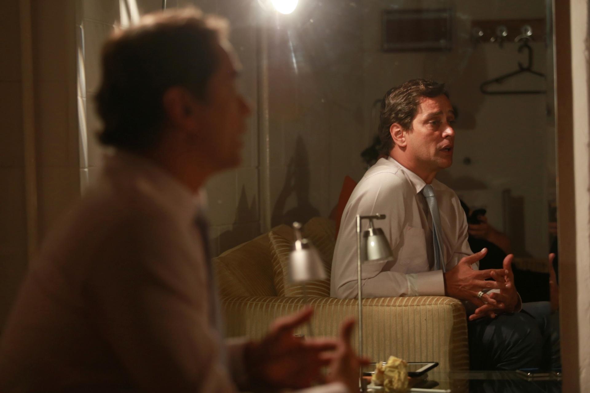 7.jan.2014 - O ator Marcello Antony comenta, em camarim do Projac, que sofreu com a falta de coerência de seu personagem na novela