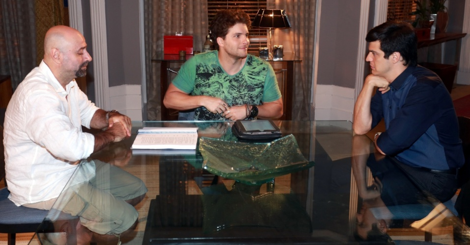 Novo casal à vista? Niko convida Félix para dormir em sua casa