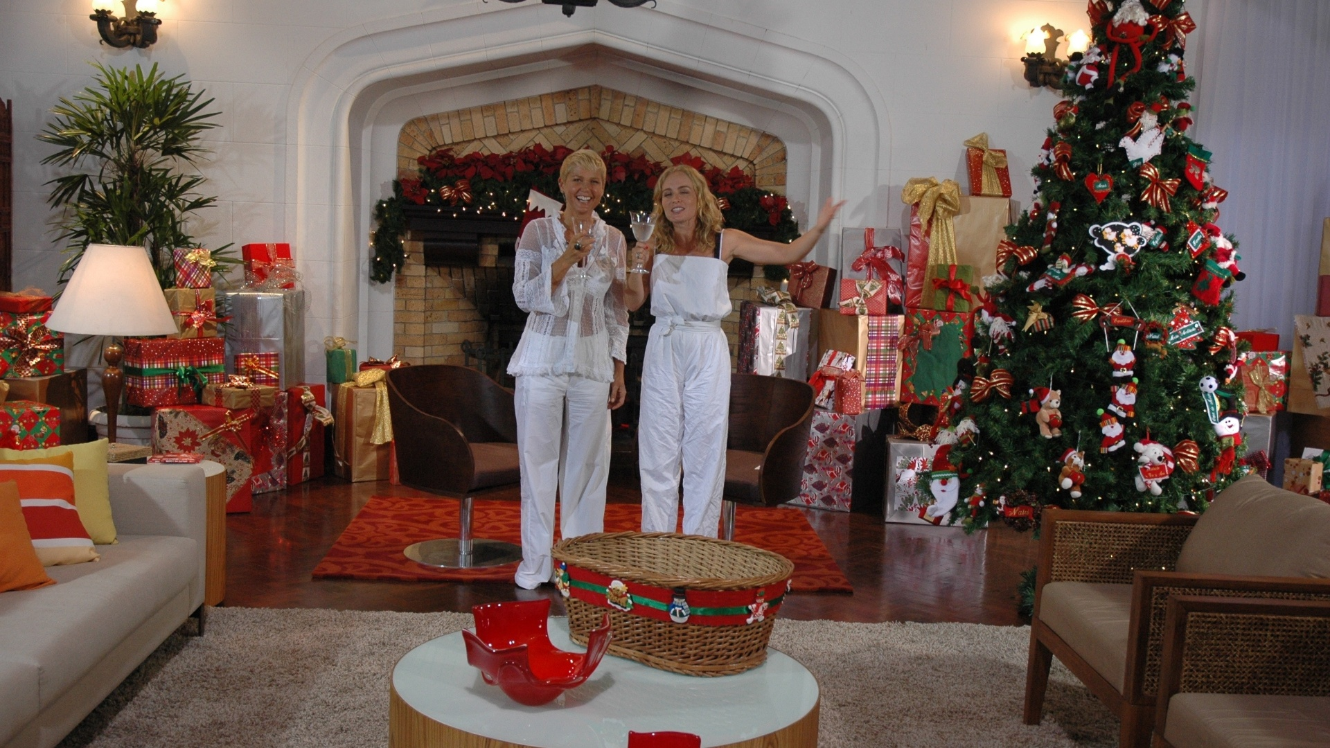 Dez.2009 - Xuxa e Angélica no programa