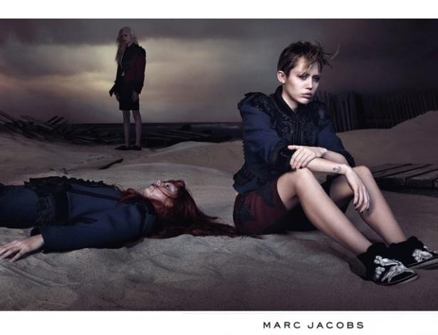 A cantora Miley Cyrus é a nova garota-propaganda de Marc Jacobs e posou para campanha que divulga a coleção Verão 2014 do estilista norte-americano