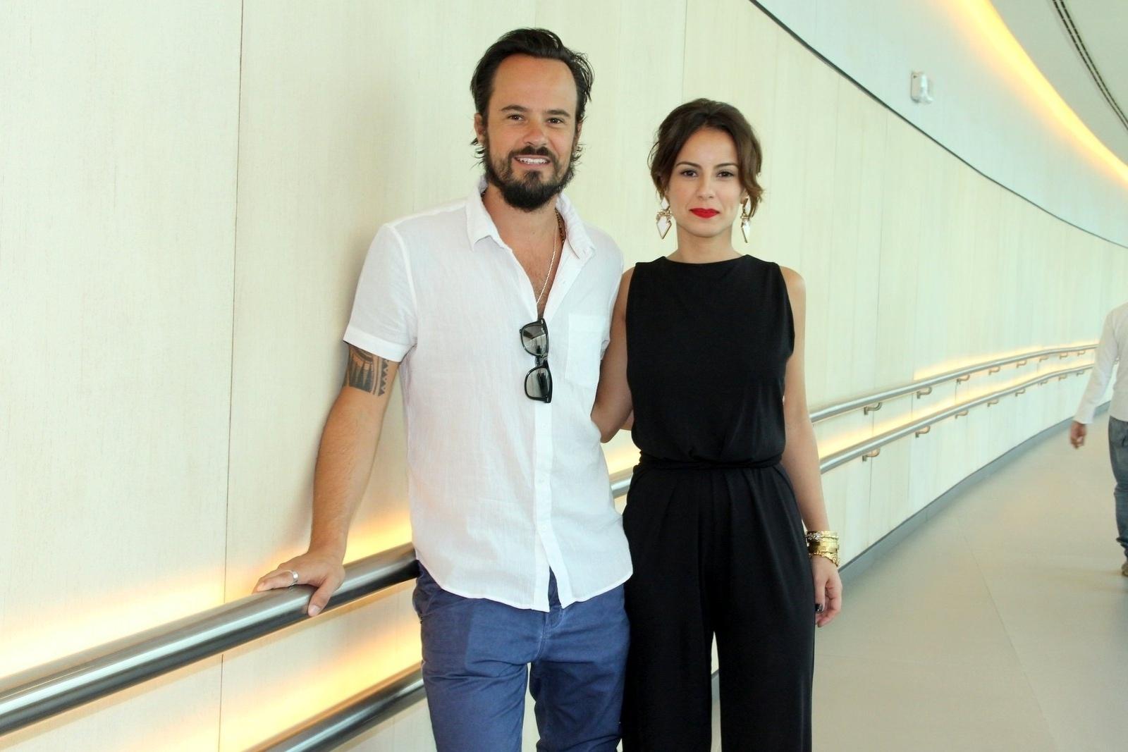 10.jan.2014 - Paulo Vilhena e Andreia Horta posam juntos na coletiva da minissérie