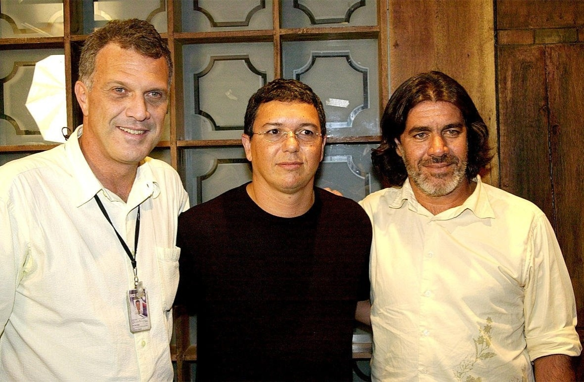 Jan.2004 - A partir da esquerda, o apresentador Pedro Bial, os diretores Boninho e Carlos Magalhães, do reality show