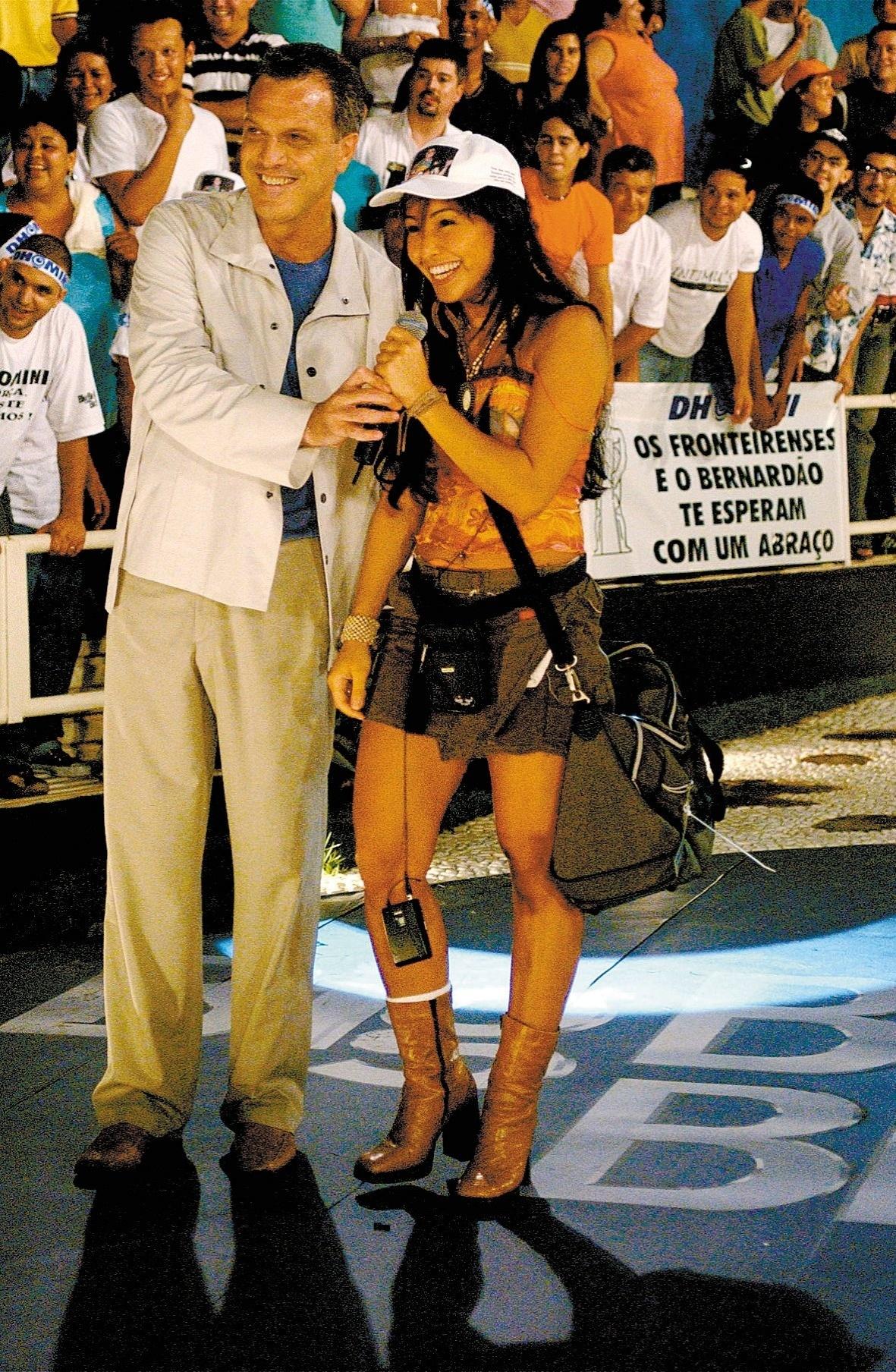 Mar.2003 - O apresentador Pedro Bial e Sabrina Sato, participante do