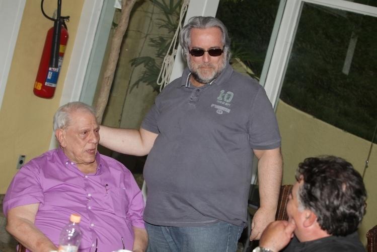11.jan.2014 - O jornalista Leão Lobo durante o velório de Marly Marley