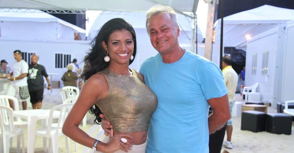 Kadu Moliterno e a namorada Brisa Ramos