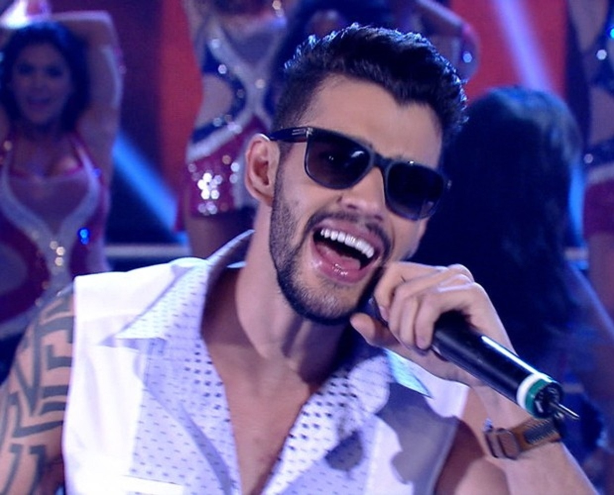 12.jan.2014 - Gusttavo Lima cantando no palco do