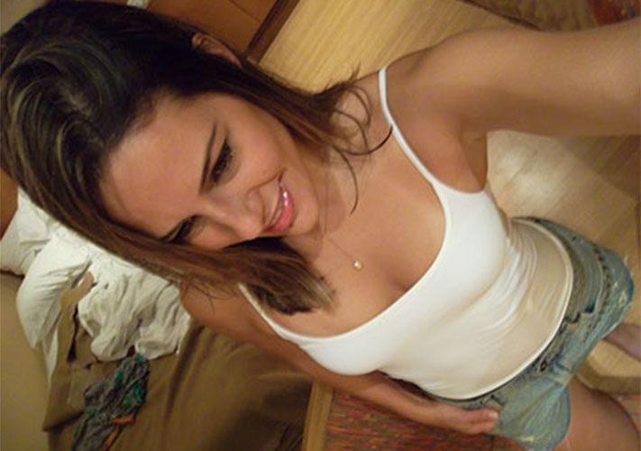 """O quarto desarrumado não foi problema para mais um """"selfie"""" da goiana Princy"""