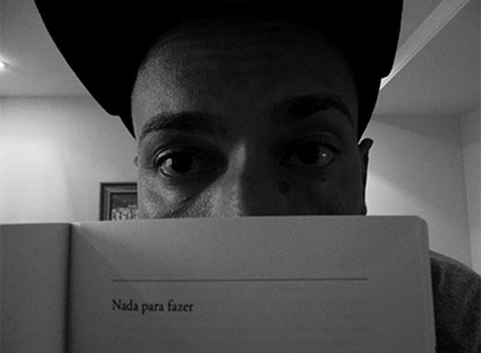 Valter, o Slim Rimografia, usa página de livro para retratar seus dias no confinamento: