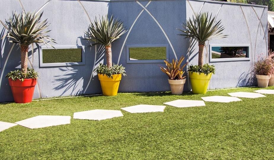 """14.jan.2013 - Plantas também estão presentes na decoração da parte externa da casa do """"BBB14"""""""