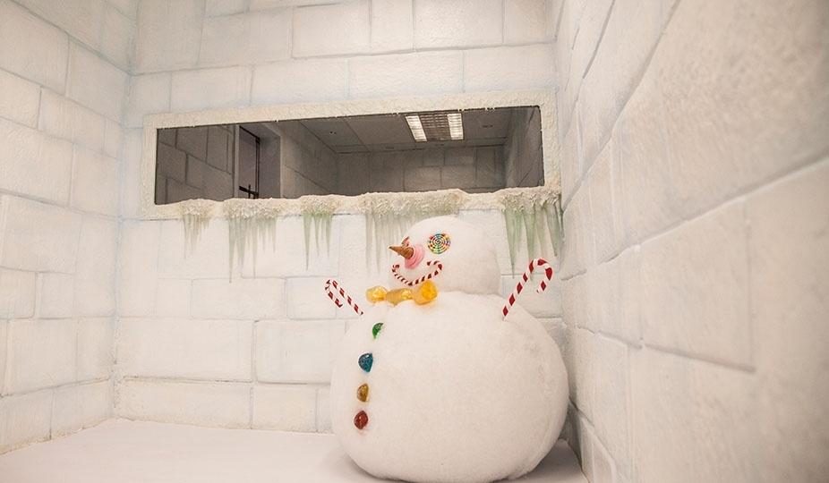 """14.jan.2014 - Detalhe de boneco de neve no Quarto Sibéria do """"BBB14"""""""