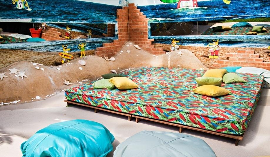 """14.jan.2014 - Na área externa do """"BBB14"""", Oásis com decoração ao estilo praia"""