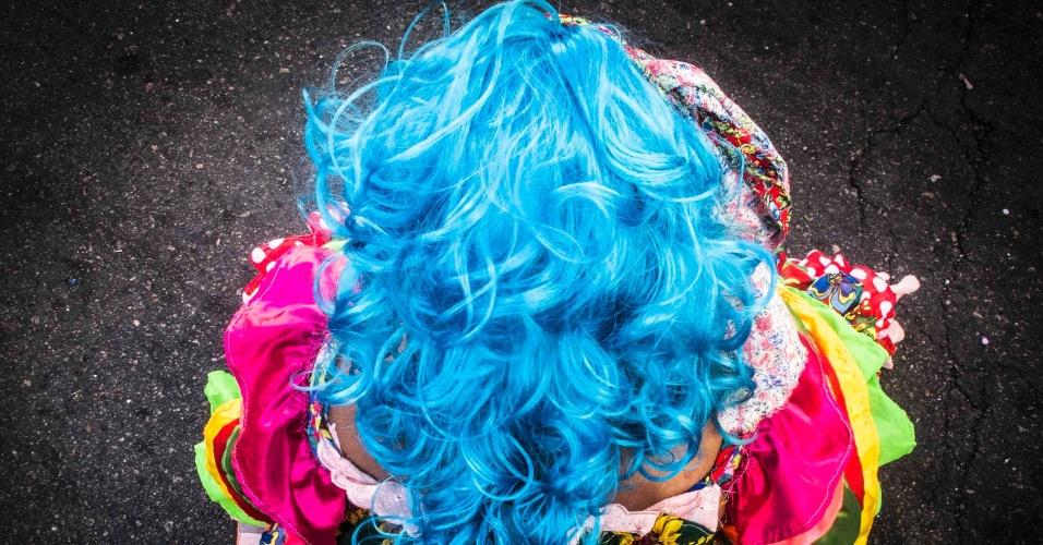 """Foliã em Recife. Com inauguração no dia 17 de janeiro, a exposição """"Folia de Imagens"""" exibe fotos tiradas no Carnaval de rua de Recife, Rio de Janeiro e Paraty, em 2013. O grupo de 22 fotógrafos registrou os tradicionais Cacique de Ramos, Rio Maracatu e Céu na Terra. Assim como o Embaixadores da Alegria, o bloco Boca da Ilha e as turmas de bate bolas na favela do Muquiço, em Guadalupe. A mostra pode ser vista de 21 de janeiro a 18 de abril, na Galeria 535 - Observatório de Favelas (rua Teixeira Ribeiro, 535, Parque Maré, Maré, Rio de Janeiro), das 9h às 18h. A entrada é gratuita."""