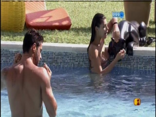 15,jan,2014 - Franciele e Diego na piscina