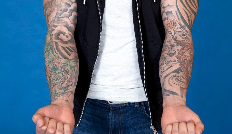 Rodrigo tem tatuagens que cobrem todos os braços