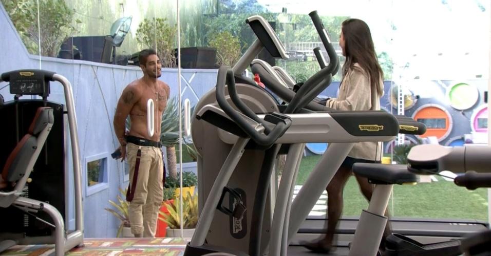 16.jan.2014- Valdirene conta para Diego que perdeu duas calorias