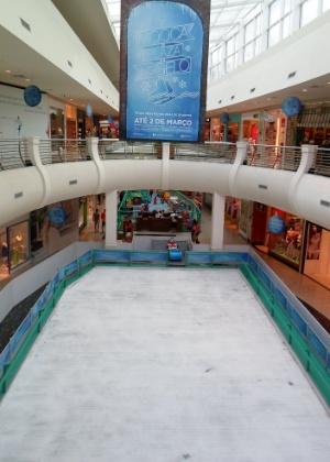 Pista de gelo no Mooca Plaza Shopping fica instalada até dia 2 de março