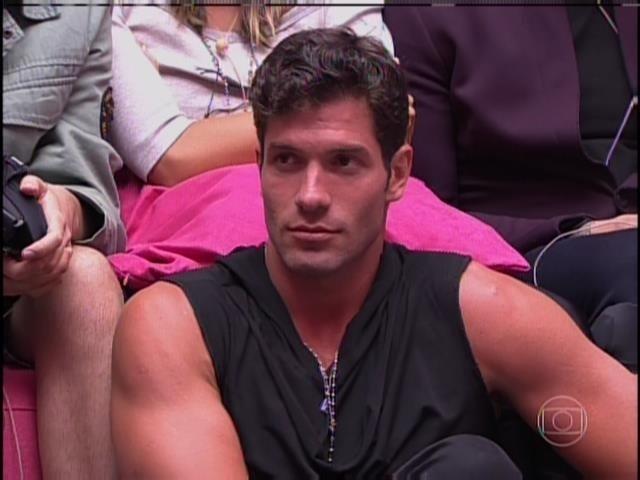 Após a votação ser encerrada, Roni acha que quem sai é Diego.