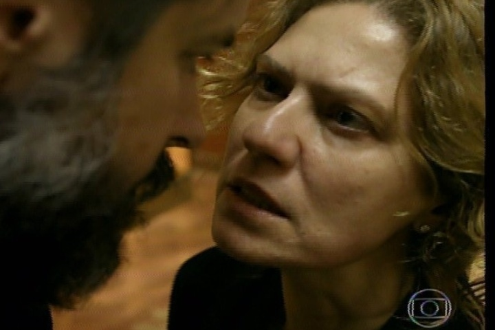 "17.jan.2014 - No último capítulo de ""Amores Roubados"", Isabel diz para Jaime que sabe que ele mandou matar Leandro"