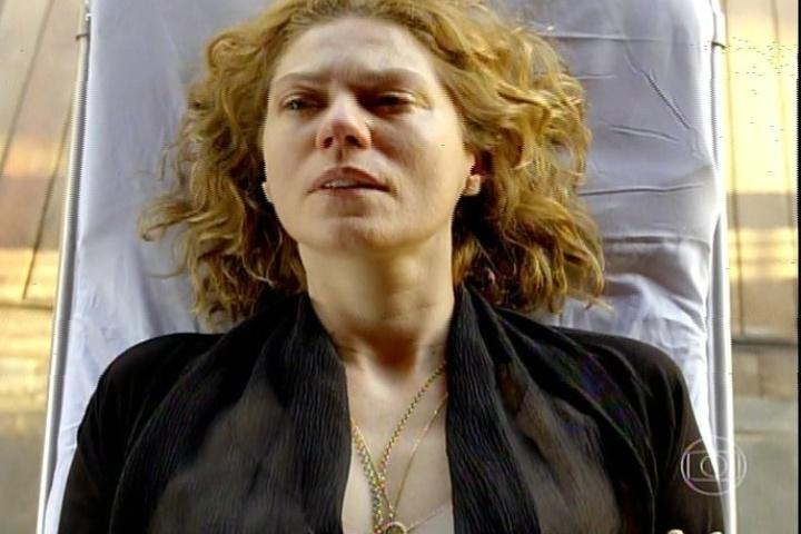 """17.jan.2014 - No último capítulo de """"Amores Roubados"""", Jaime manda internar a mulher em uma clínica psiquiátrica"""