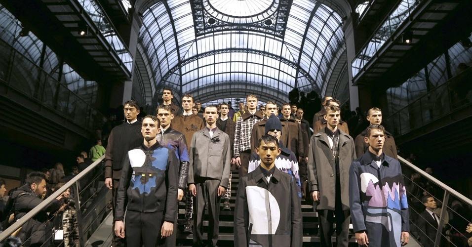 18 jan. 2014 - Modelos desfilam looks da Kenzo para o Inverno 2014 durante a semana de moda masculina de Paris