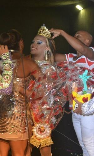 19.jan.2014 - Cindy Bella Boneca, 23 anos, que representou a Beija-Flor no concurso, foi escolhida a Rainha do Carnaval Gay 2014. A performer chamou atenção com muito samba no pé e uma fantasia repleta de lâmpadas azuis, brancas e vermelhas