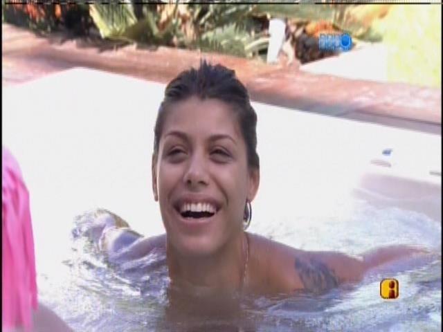 19.jan.2014 - Franciele na banheira
