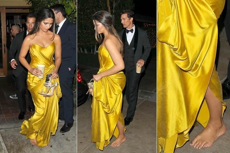 19.jan.2014 - Camila Alves deixa festa de premiação descalça em Los Angeles, nos Estados Unidos