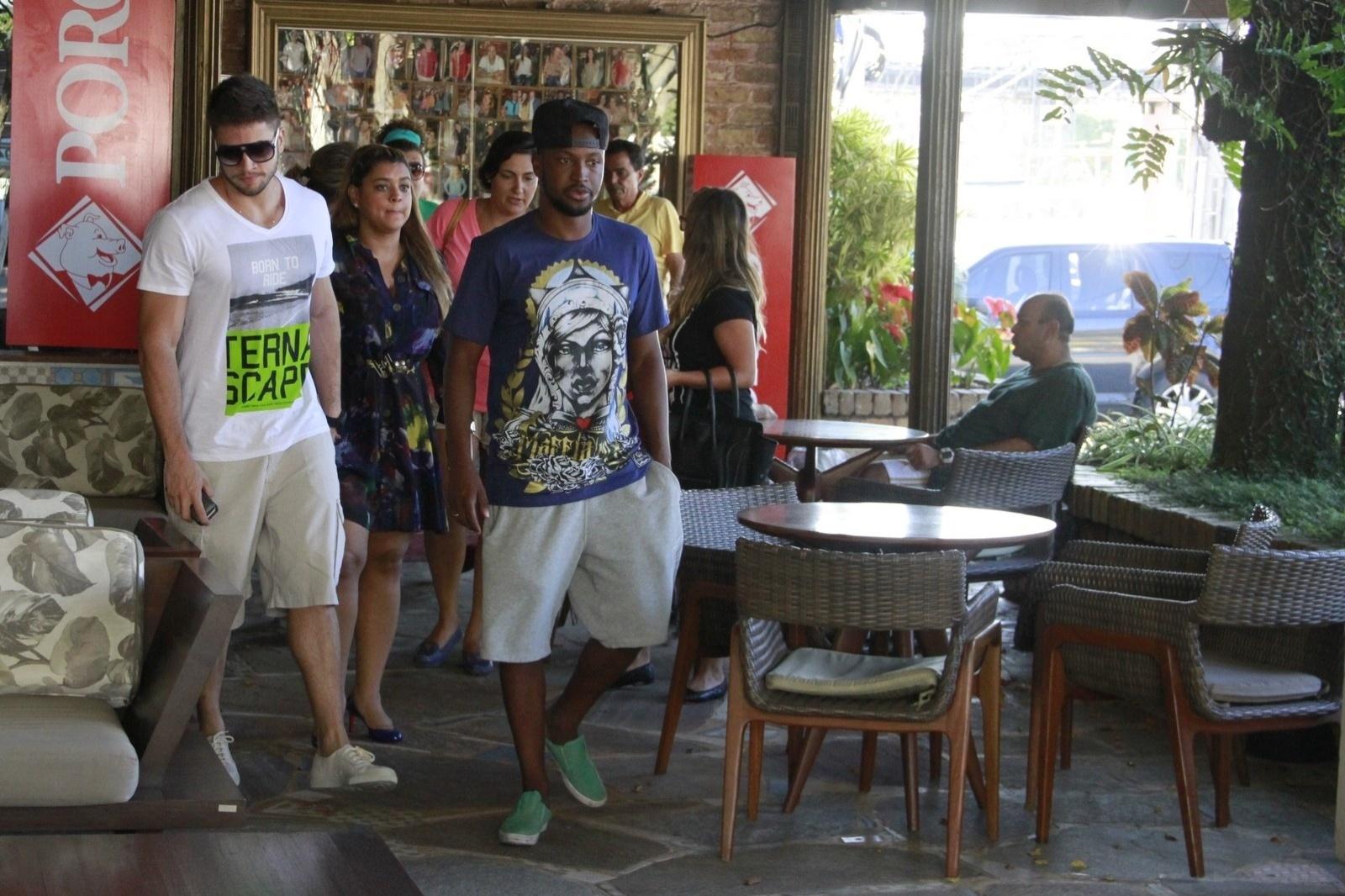 20.jan.2014 - Thiaguinho compareceu ao aniversário de 19 anos de Francisco, filho de Preta Gil, que foi comemorado em uma churrascaria do Rio