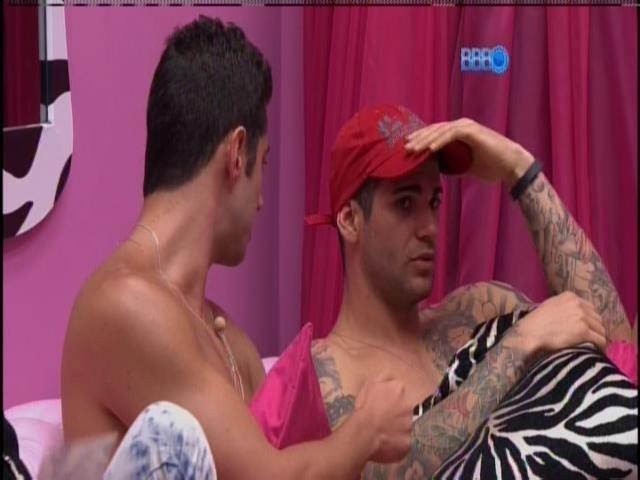 20.jan.2014. Marcelo e Rodrigo conversam sobre o jogo