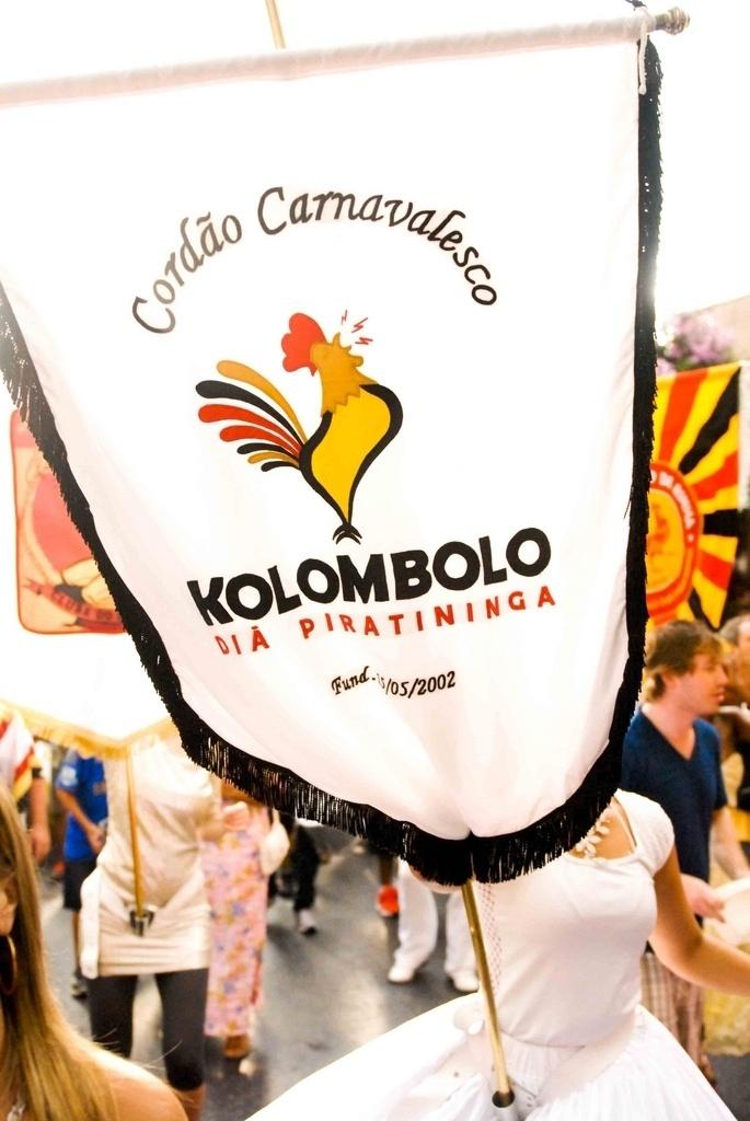 Fev. 2013 - Estandarte do cordão Kolombolo, no Carnaval 2013, na Vila Madalena, em São Paulo