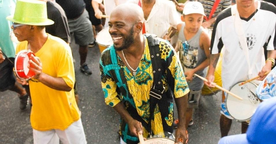 Fev. 2013 - Mestre de bateria Funk Buia, no Carnaval de 2013, na Vila Madalena, em São Paulo