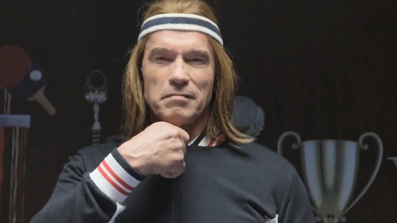 21.jan.2014 - Arnold Schwarzenegger aparece como jogador de ping-pong vintage em comercial do Super Bowl