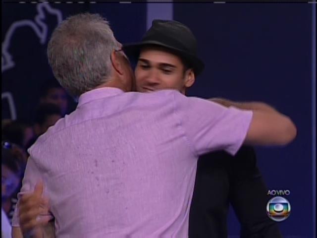 21.jan.2014 Bial dá as boas vindas para o ex-bbb