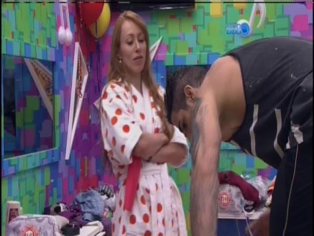 21.jan.2014. Rodrigo conversa com Aline sobre Paredão